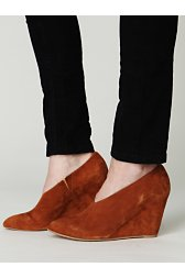 Arwen Almond Wedge