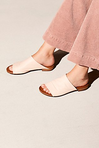 Shore Thing Slide Sandal | Tuggl