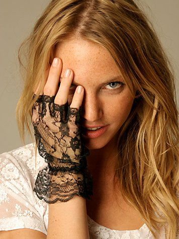 Ruffle Lace Fingerless Glove :  lacey accessories gloves fashion