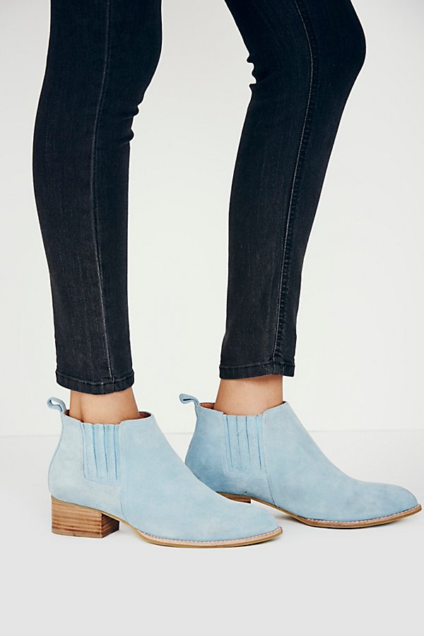 Slide View 6: Monroe Chelsea Boot
