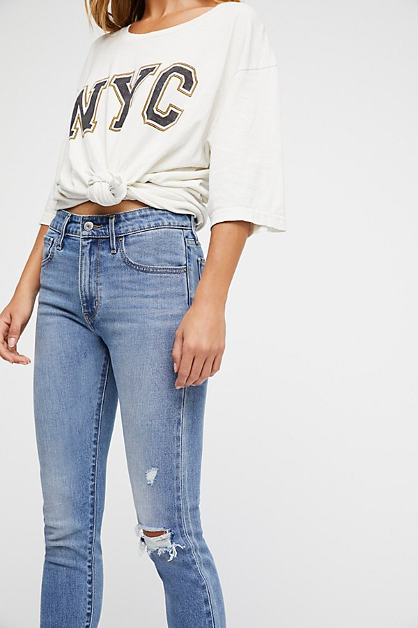 Slide View 4: Levi's 721 High-Rise Skinny Jeans