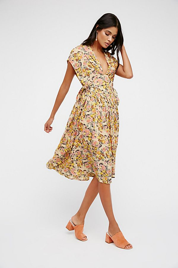 Fitting In Floral Midi Dress  679af2401276