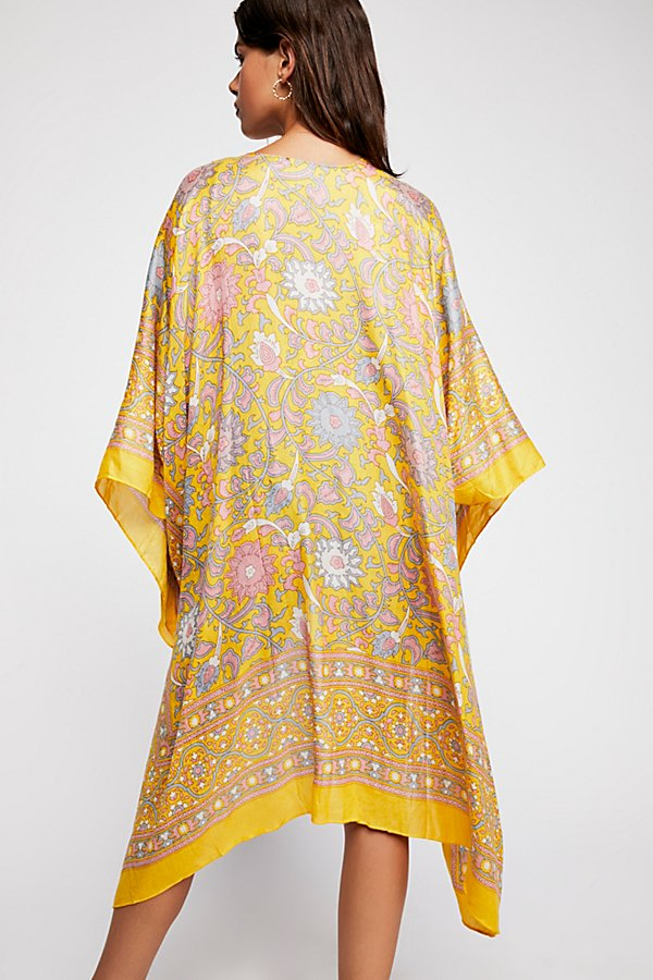 Slide View 3: Magic Dance Border Print Kimono