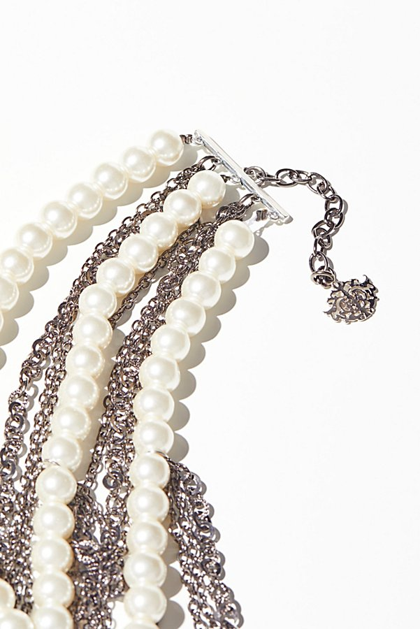 Slide View 2: Pearl x Chain Knot Necklace