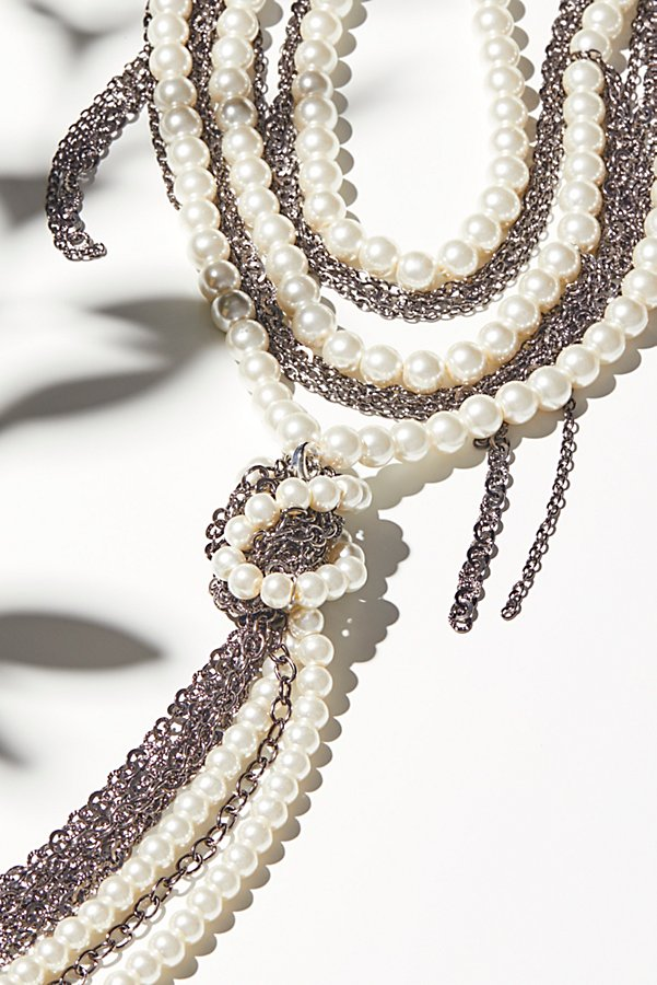 Slide View 3: Pearl x Chain Knot Necklace