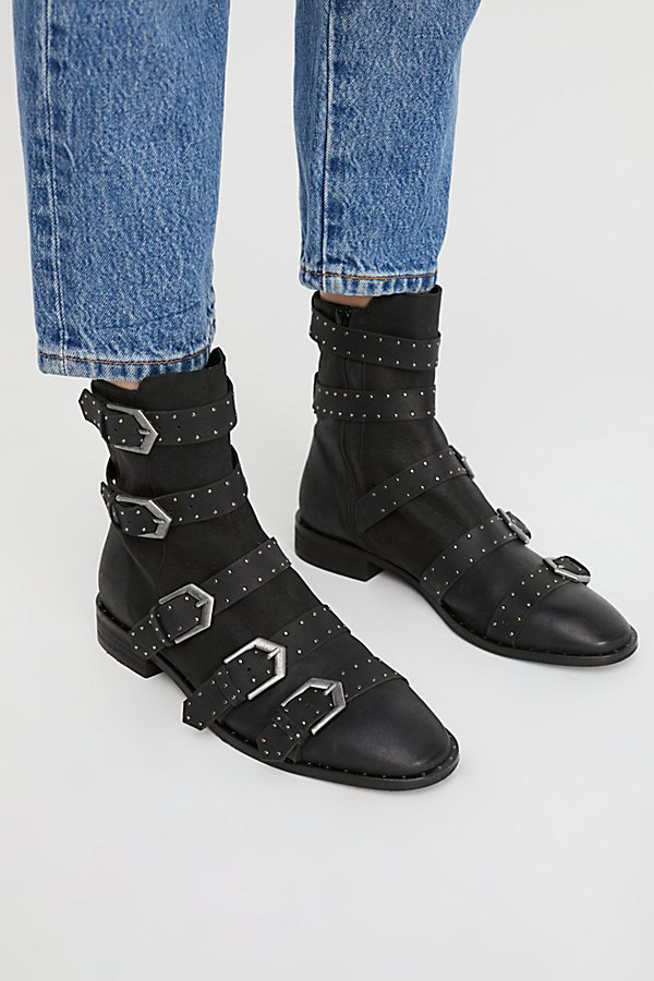Slide View 1: Archer Ankle Boot
