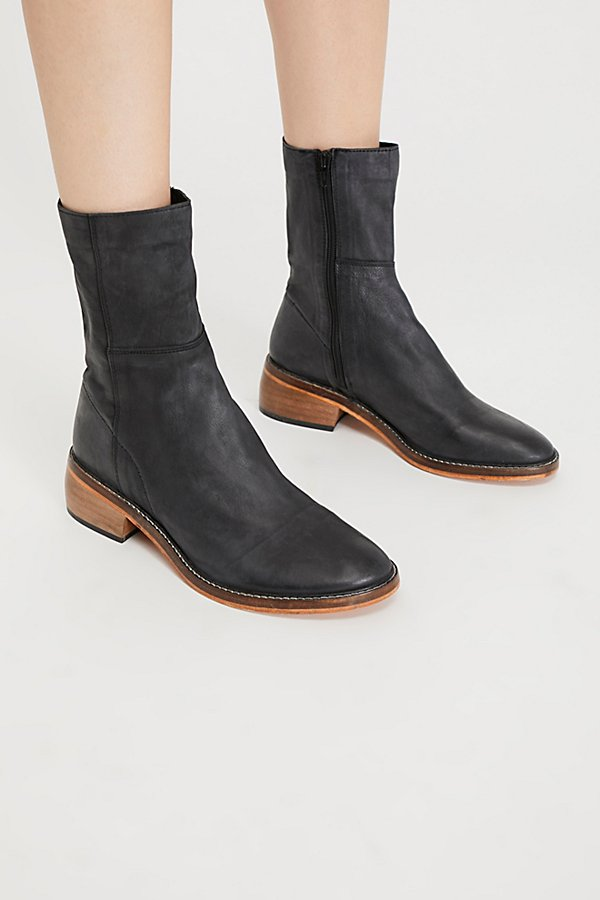 Slide View 2: Leo Ankle Boot