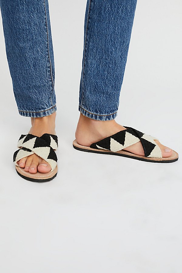 Slide View 2: Jing Slide Sandal
