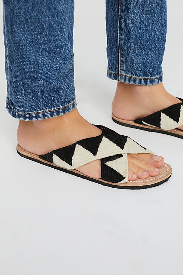 Slide View 3: Jing Slide Sandal