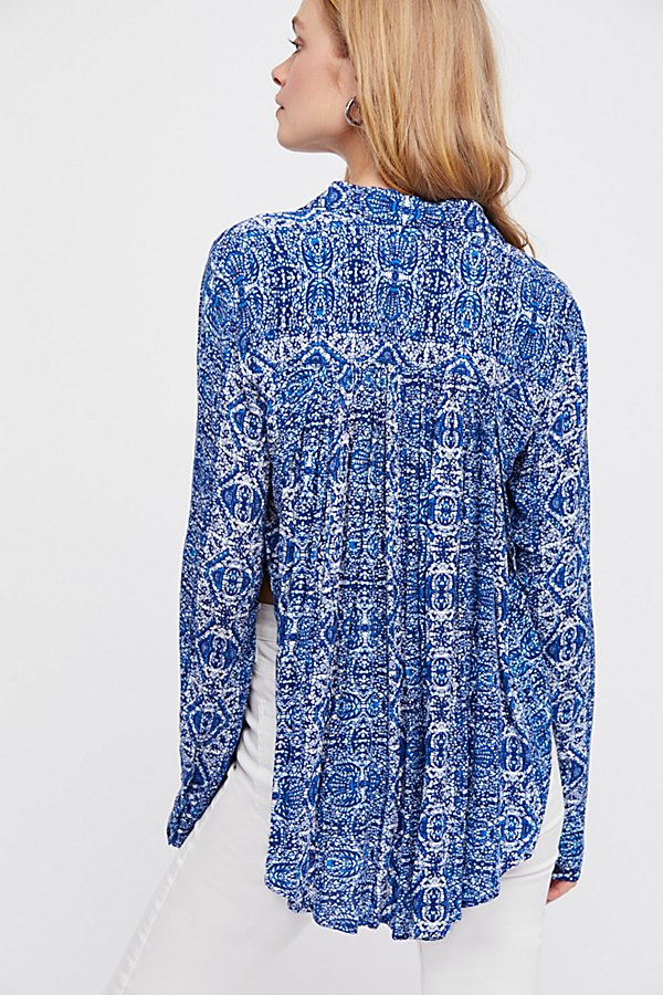 Slide View 2: Retro Feels Printed Blouse