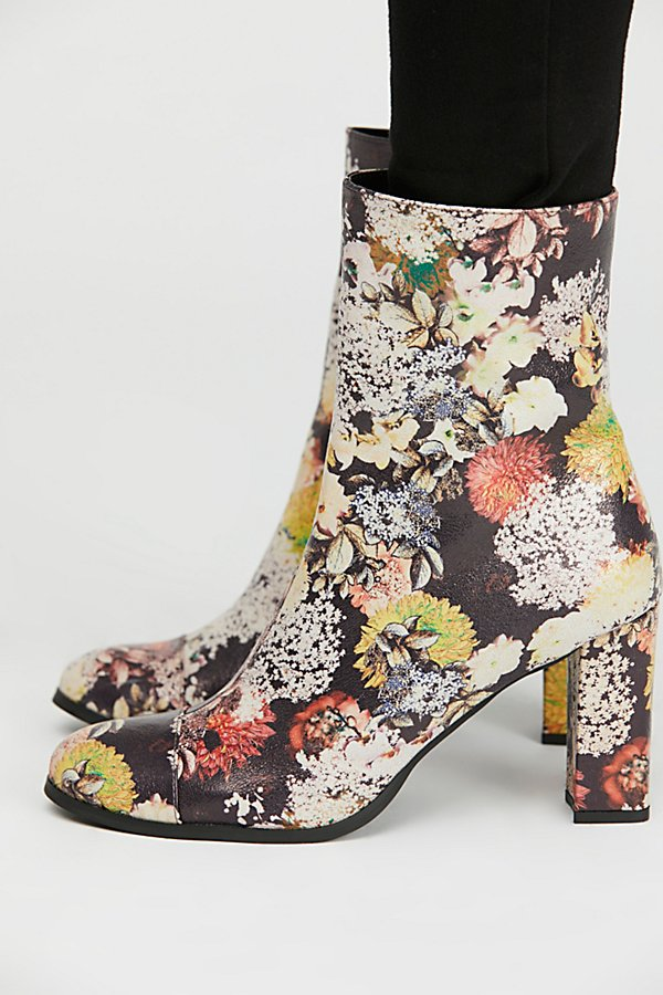 Slide View 3: Vegan La Brea Boot