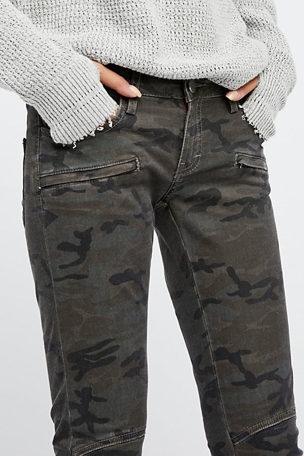 Slide View 4: The Camo Trouser