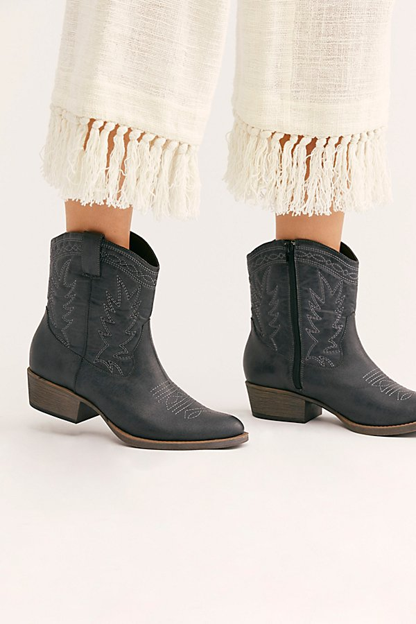 Western-inspired ankle boot in a vegan leather design featuring classic stitched details and a chunky block heel. * Side zipper closure *Pointed toe