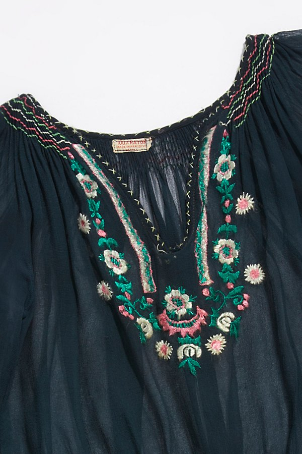 Slide View 2: Vintage 1940s Embroidered Peasant Top