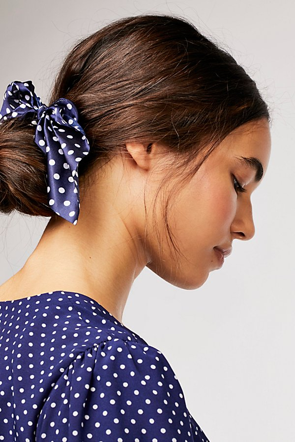 Slide View 2: Milano Scrunchie