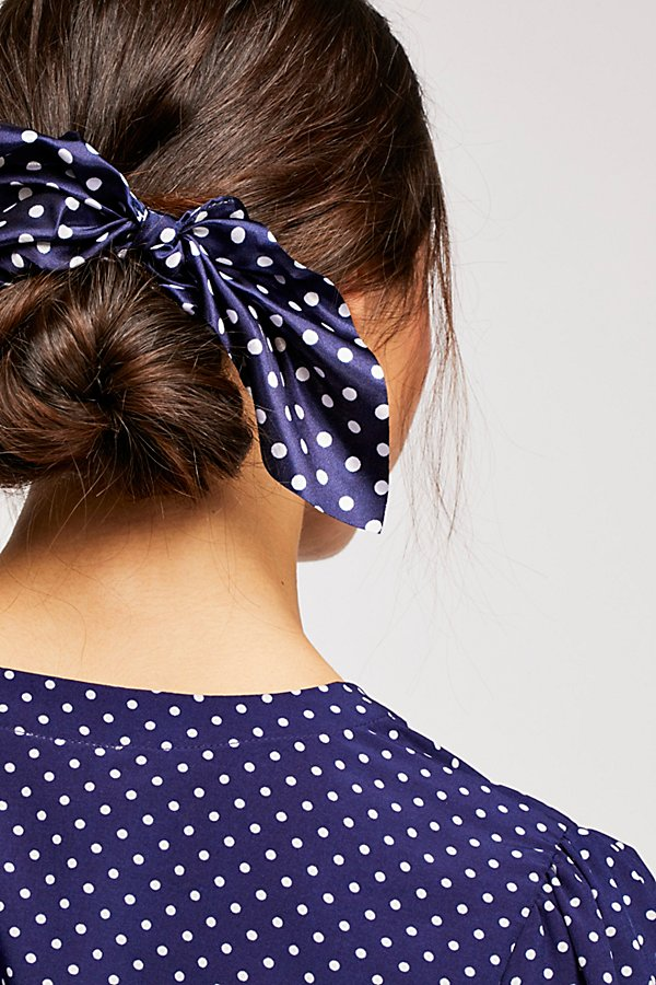 Slide View 3: Milano Scrunchie