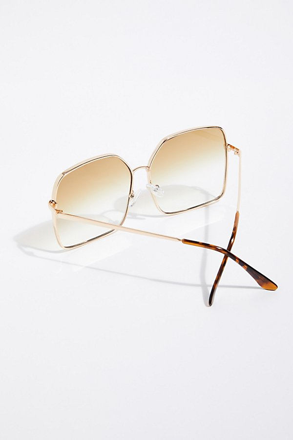 Slide View 4: Head Over Heels Sunnies