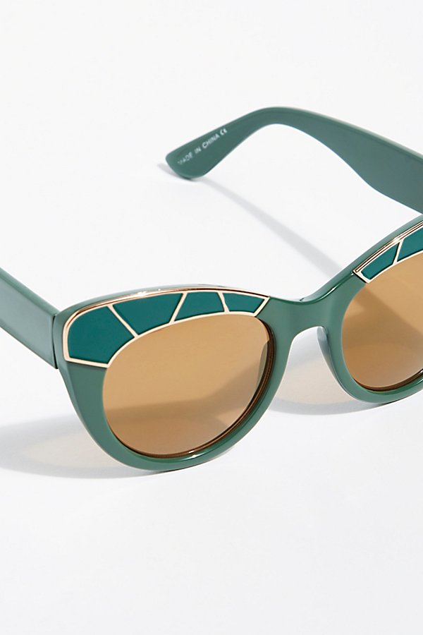 Slide View 3: Bella Vista Cat-Eye Sunnies
