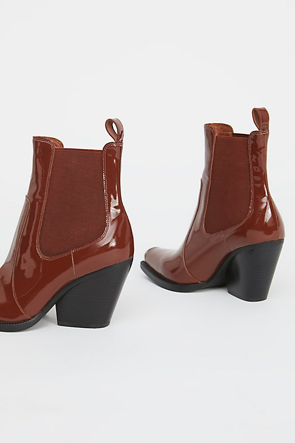 Slide View 4: Surrey Chelsea Boot