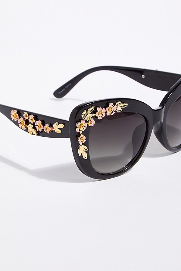 Slide View 3: Petal Pusher Sunnies