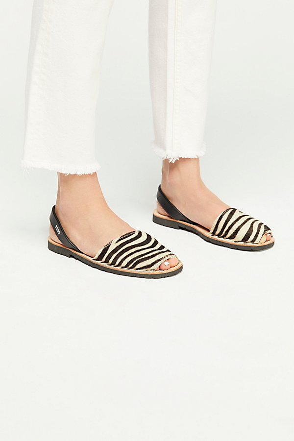 Slide View 2: Safari Sandal
