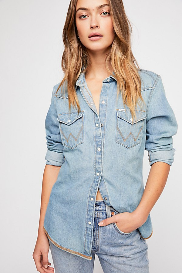 Slide View 3: Wrangler Festival Denim Shirt