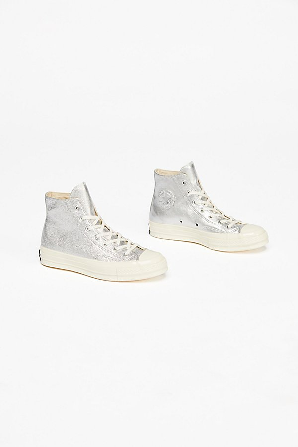 Slide View 3: Metallic Platform Hi Top Chuck
