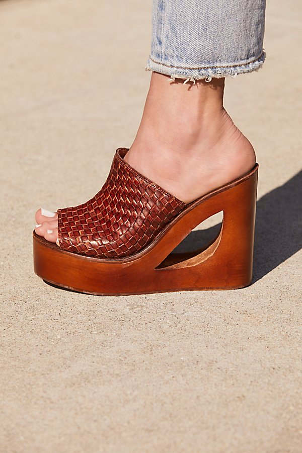 Slide View 1: Barela Platform Wedge