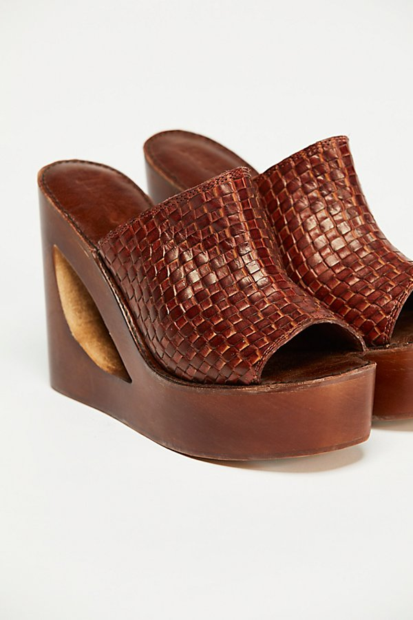 Slide View 3: Barela Platform Wedge