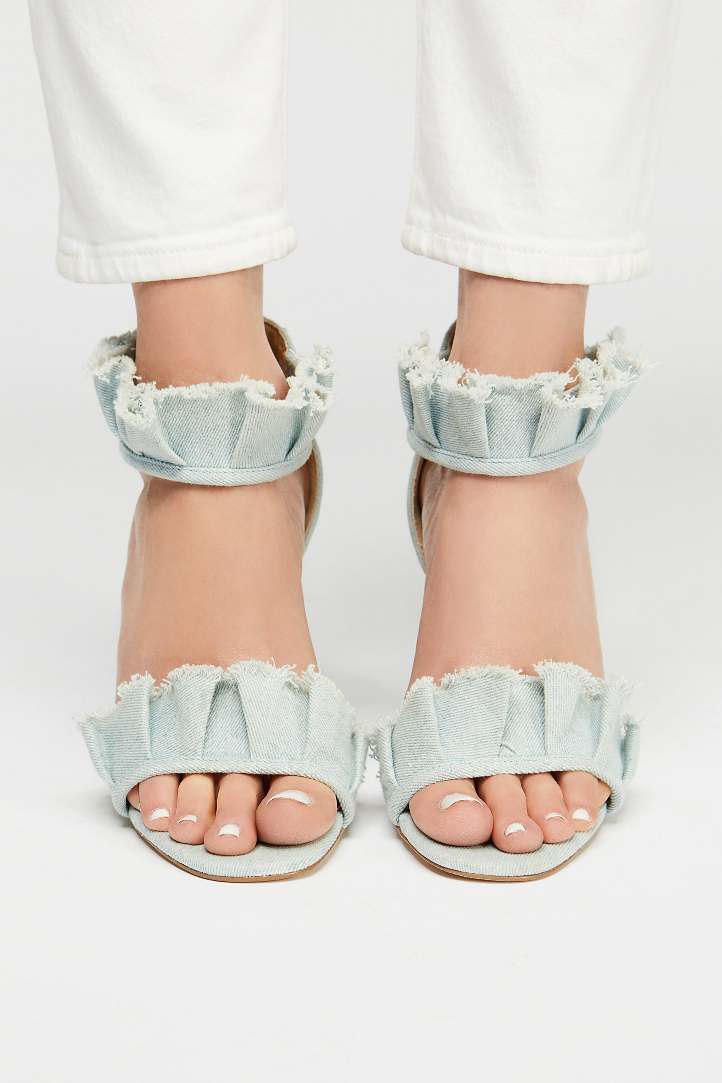 LOVE these ruffled denim heels