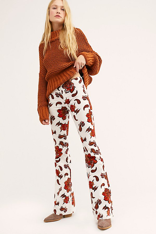 Retro-inspired printed stretchy pull-on flares featured in a pull-on silhouette. * Faux front pockets* Elastic waistband * Perfectly placed back pockets