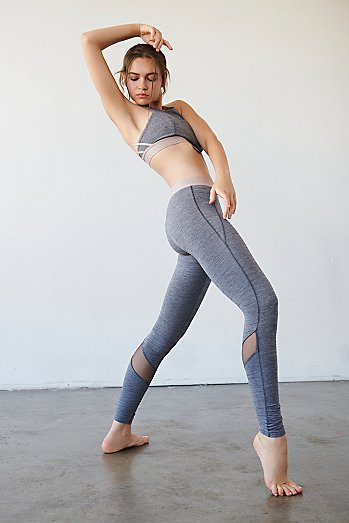 Twist Pointe Solid Low Rise Legging