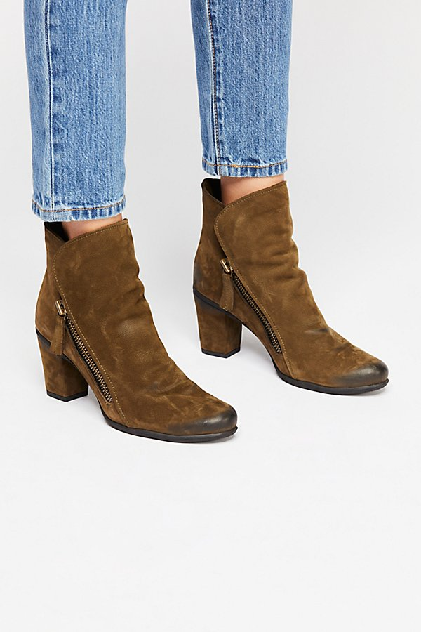 Slide View 2: Yontville Ankle Boot