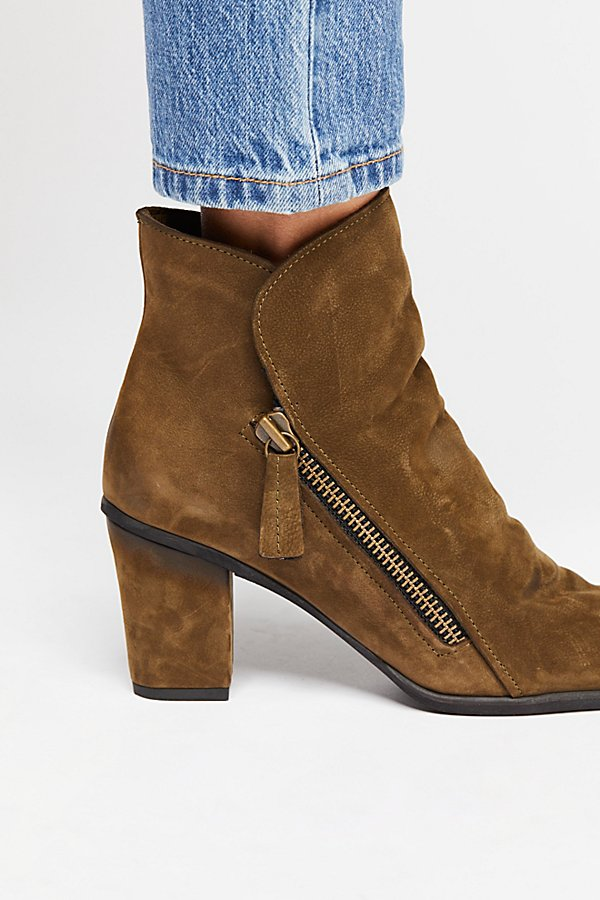 Slide View 3: Yontville Ankle Boot