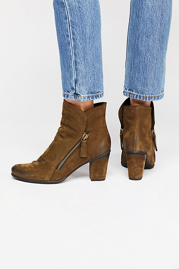 Slide View 4: Yontville Ankle Boot