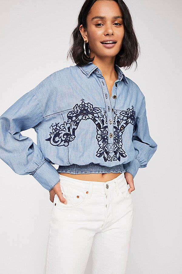Slide View 1: Way With Words Chambray Top