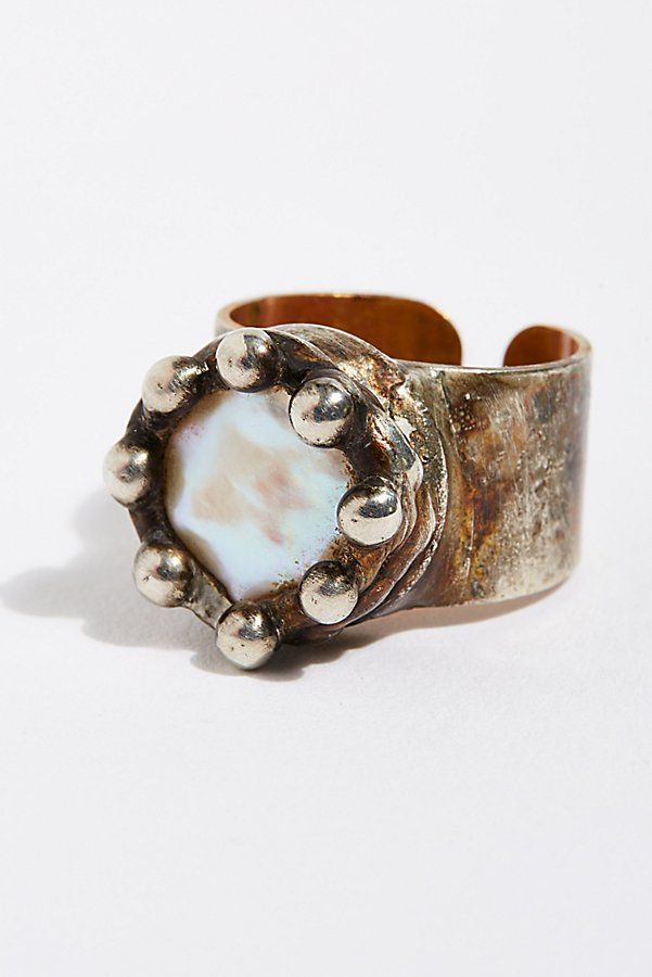 Slide View 1: Pearl Monarch Ring
