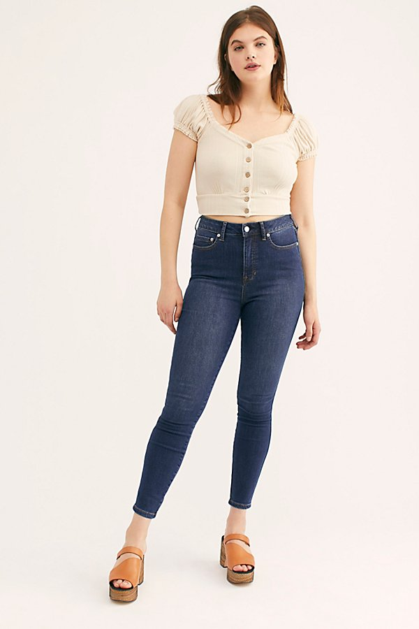 Introducing: The CRVY Collection, denim redefined with your shape in mind. These high-rise skinny jeans were specifically designed with a high amount of stretch with the right amount of holds-you-in feel and features a contoured waistband that hugs your waist, just right, with a no-gap back. * Skinny-leg silhouette* Reinforced waistband that won\\\'t stretch out * Stretch technology denim made to keep its shape all day long* Front stretch pocket lining, specifically designed to hold you in* Perfectly placed back pockets * Five-pocket style* Button closure and zip fly* *Fit:* True to size - designed to fit your curves.