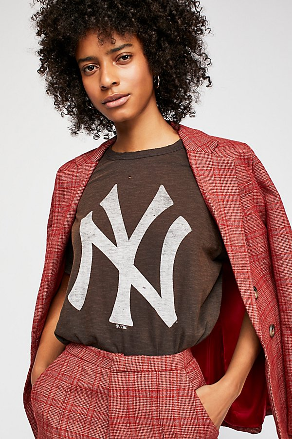 Slide View 3: Washed Yankees Tee