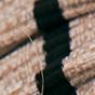 燕麦色 / 黑色条纹