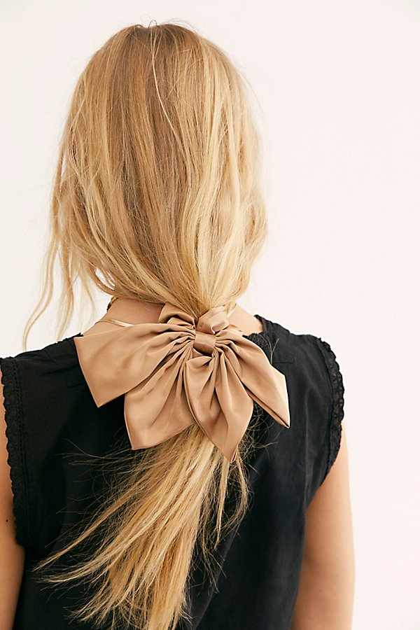 Dress up your updo with this stunning oversized scrunchie adorned with a large ribbon bow.