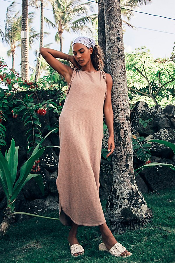The most effortless tee-shirt midi dress from our FP Beach collection featured in a shapeless silhouette with twisted sleeves and exaggerated pocket detail for added dimension. * Dropped armholes* Rounded bottom hem* Scoop back neck