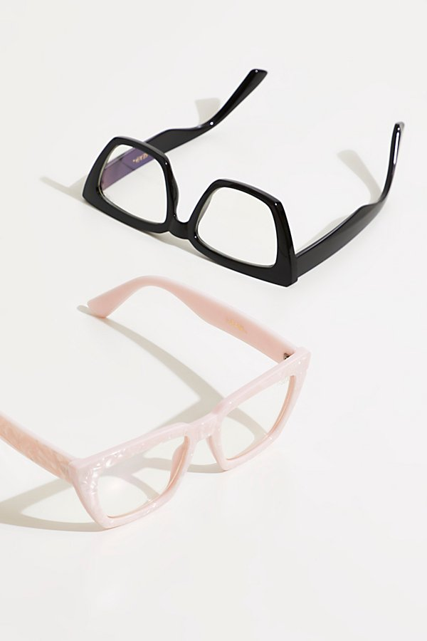 Block harsh blue light from computer and phone screens with these blue-light diffusing glasses featured in a chic angular frame* Clear lenses* Curved temples