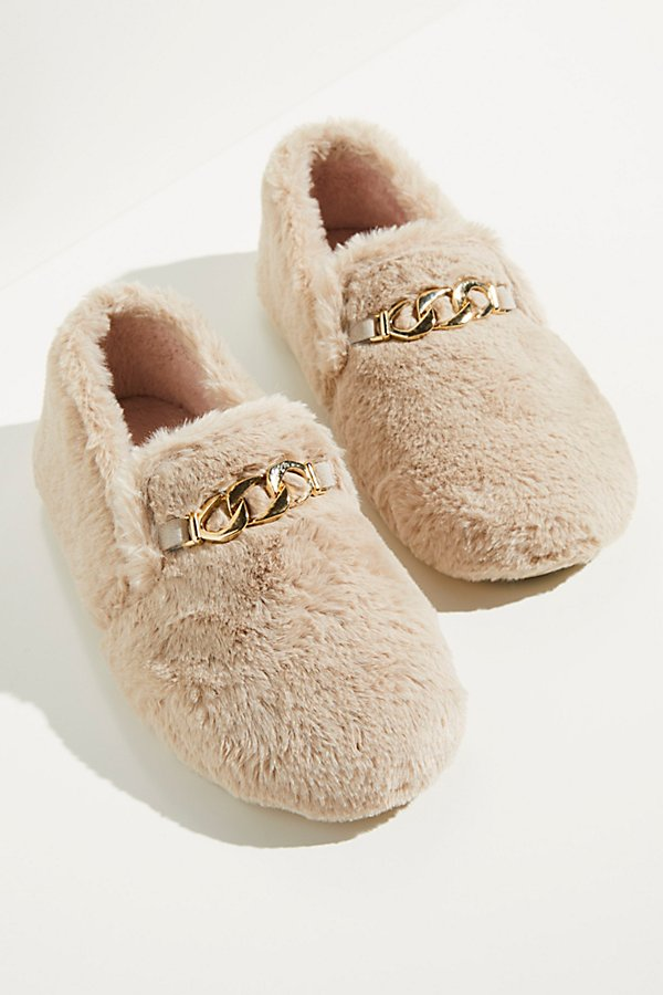 Give your slippers an update with this so cool menswear loafer-inspired pair featured in a soft and fuzzy faux fur design with a chain strap detail* Slip-on style* Cushioned design* Covered toe and heel*Fit Note:* This style runs small; if between sizes, we suggest sizing up.