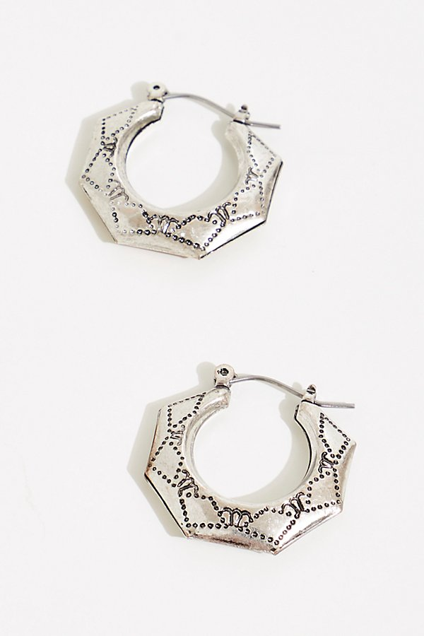 A little update to your everyday hoop earrings, this mid-sized style features a Western-inspired etched design* Latched backs* Angular edges