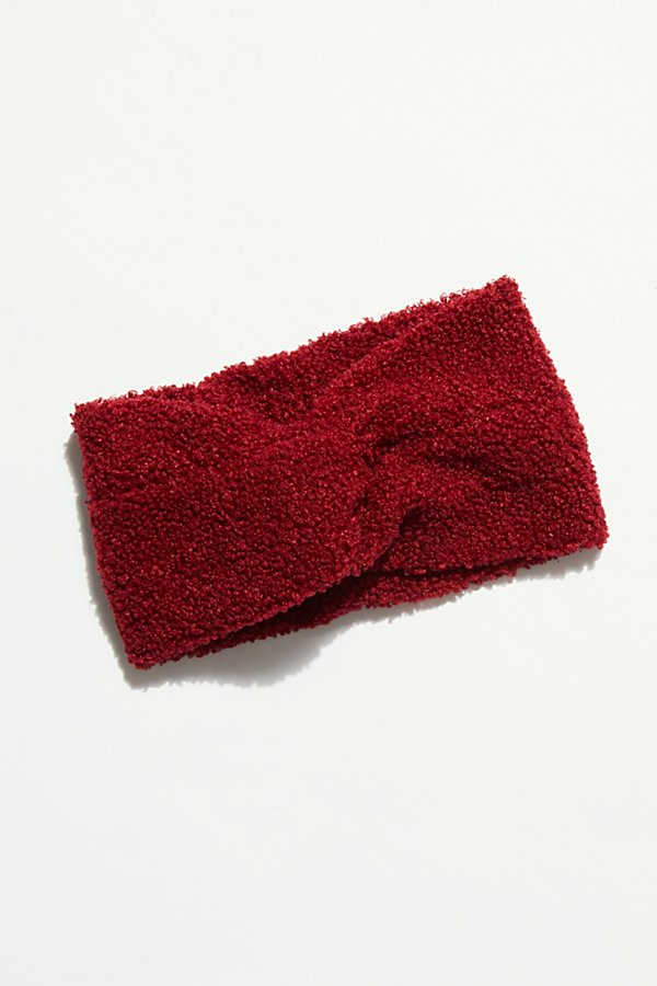 Brave the cold in this so cute earwarmer headband featured in a fuzzy, fleece design with a knotted front detail* Fleece interior* Stretch fit* Covers ears